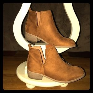 Shoes - Side slit Booties